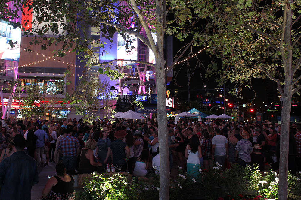 LA Crowd rs