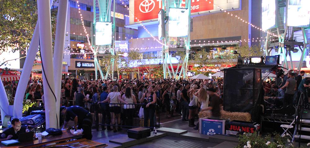LA stage crowd rs